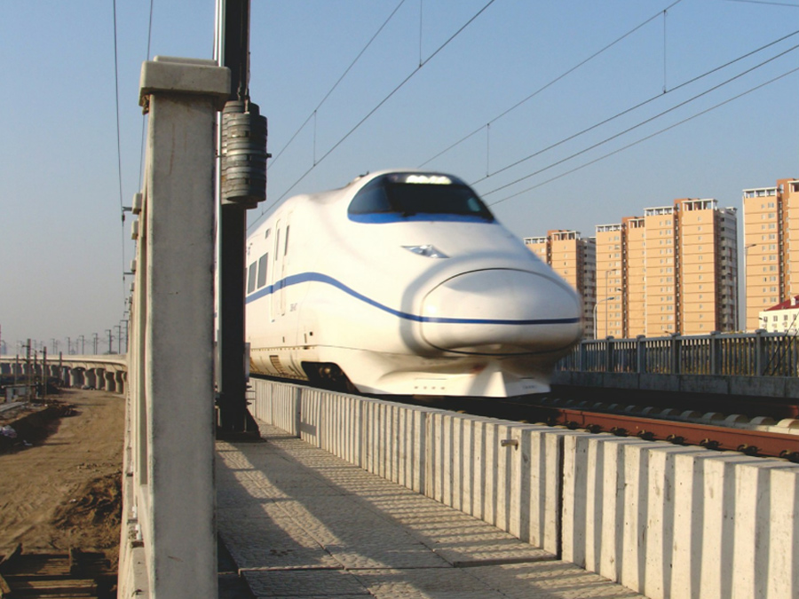 公司生产的III型有挡肩电容枕用在柳南客运专线上