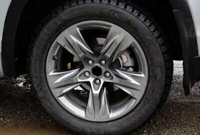 为什么同一款汽车,有些轮胎品牌不同?甚至规格都不同?